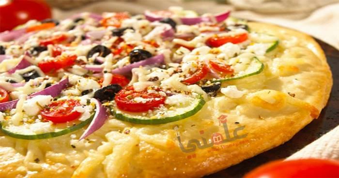 Photo of طريقة عمل وتحضير بيتزا بالكوسة والجبنة
