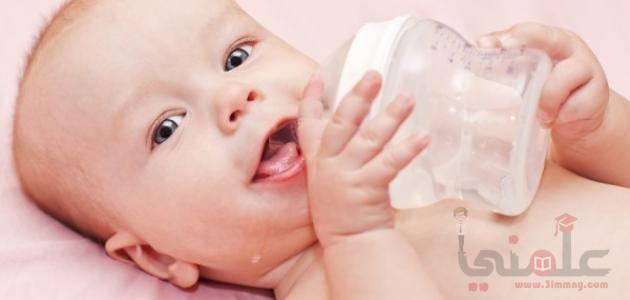 صورة ماهو الوقت المناسب لكى يشرب طفلك الماء