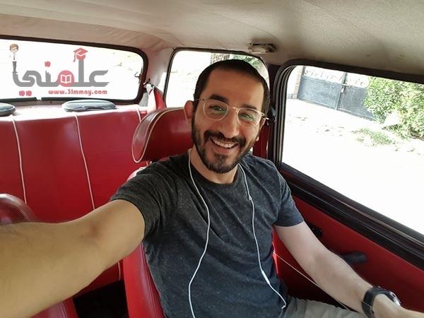 Photo of أحمد حلمى ينشر صورة من داخل سيارتة المتواضعة وبيوجة رسالة جريئة